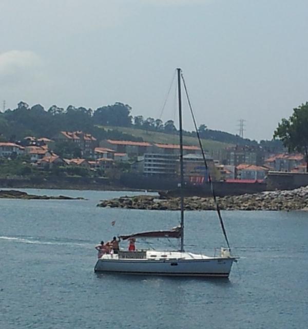 charter barco en velero salidas a navegar ocho horas gijon